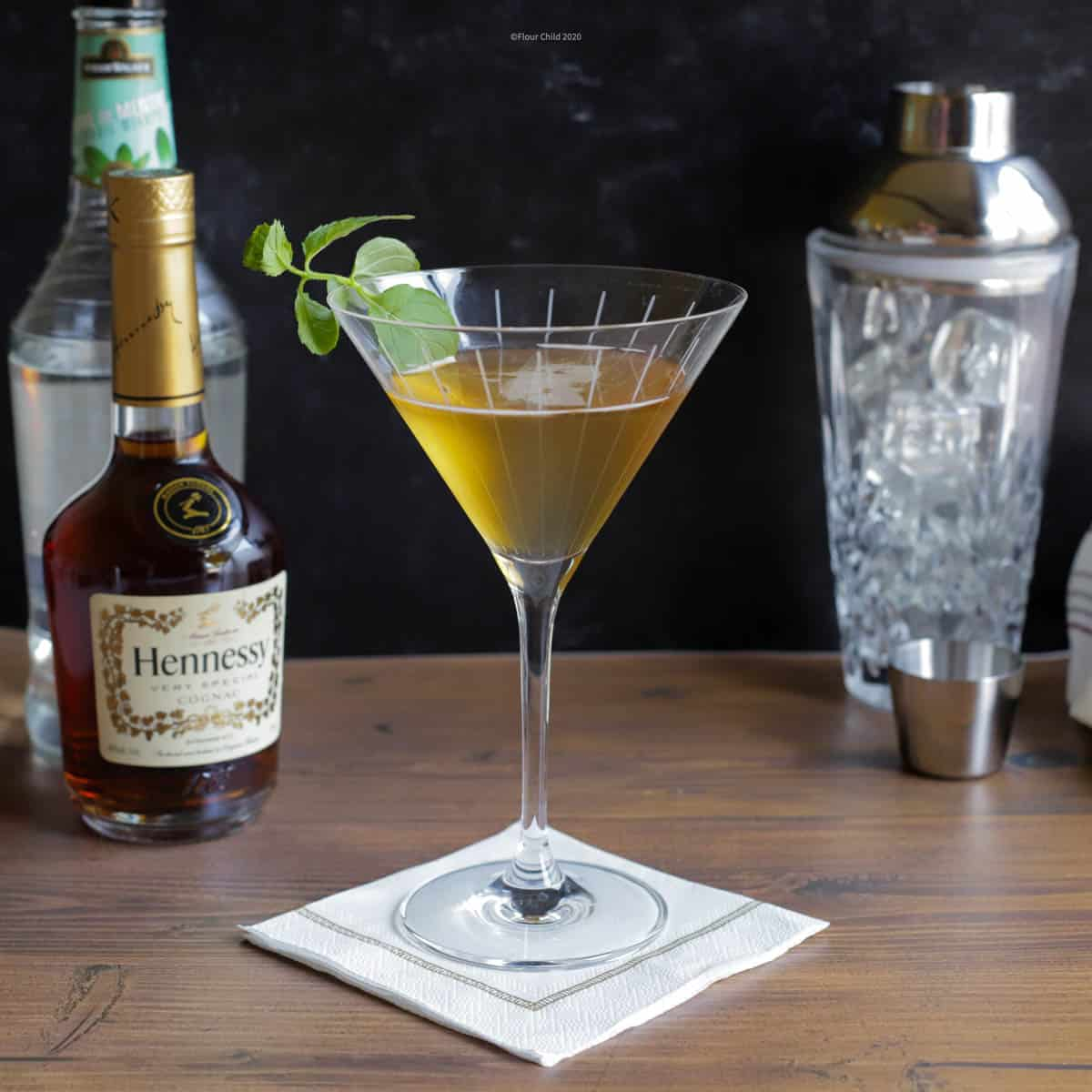 The minty fresh Stinger cocktail is a longtime classic. Using just cognac and Creme de Menthe liqueur you can easily shake up a great drink.